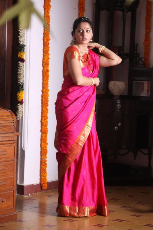 anushka hot photos in siva thandavam 06 Anushka Hot Photos in Siva Thandavam