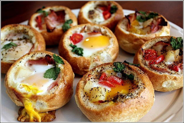 Who Will Try These Baked Eggs Bread Bowls?