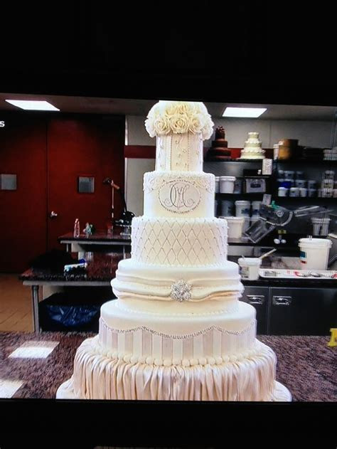 Mario Lopez wedding cake made by Cake Boss   Carlo's
