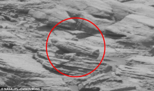 Video claims to show an 'Egyptian sarcophagus' on Mars ...
