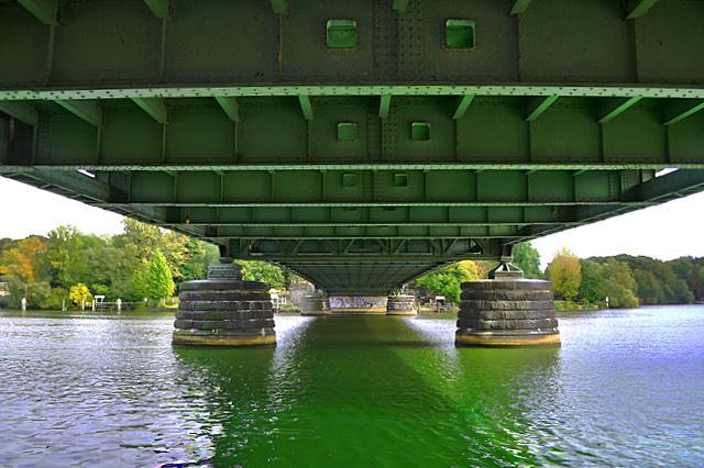 HDR unter der Glienicker-Brücke