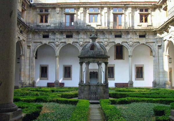 uno de los claustros del emblemático hotel