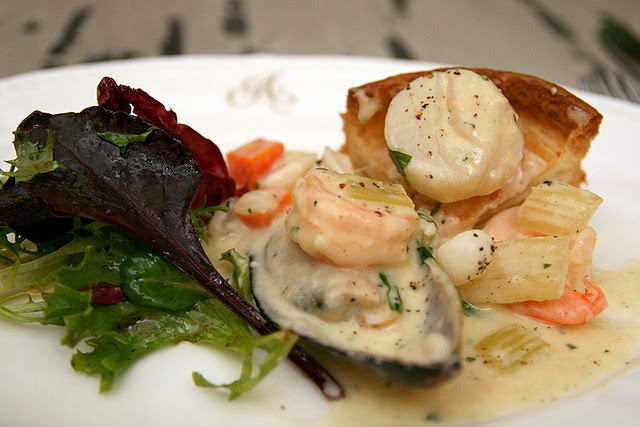 Bouchées aux fruits de mer - Seafood in puff pastry case
