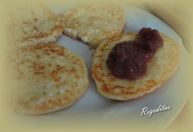 TORTITAS DE REQUESON (Syrniki)