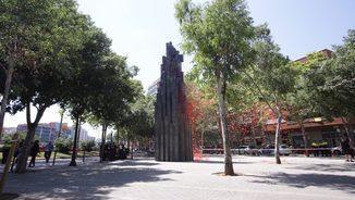Monument que recorda les víctimes de l'atemptat d'Hipercor, a l'avinguda Meridiana de Barcelona (ACN)