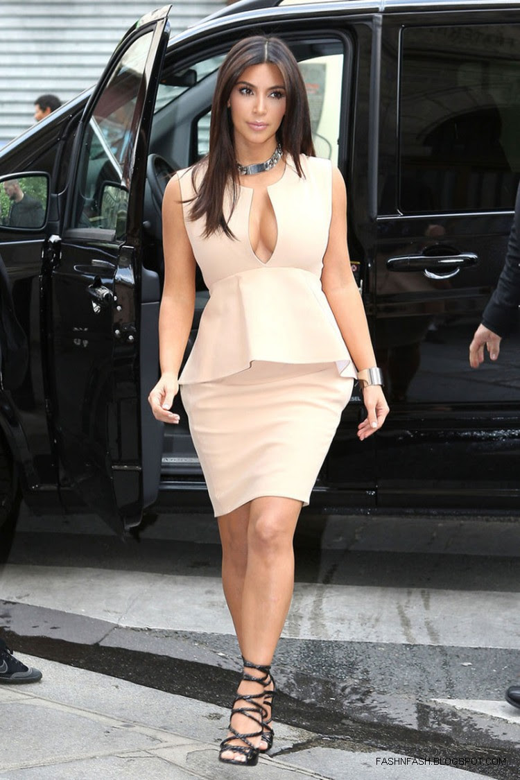 Kim-Kardashian-Hot-Cleavage-Candids-Out-and-About-in- Paris-Pictures-9