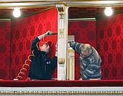 Artigiani al lavoro al Teatro alla Scala di Milano (Ansa)
