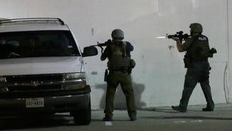Un dels atacants ha estat hores atrinxerat dins un edifici del centre de la ciutat