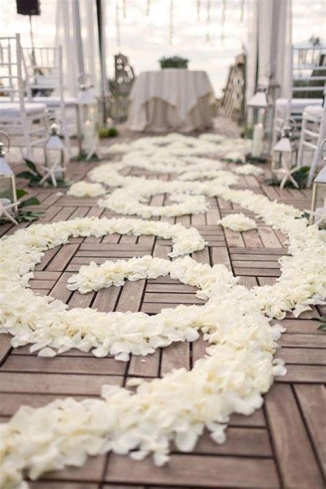 {Wedding Trends}: Aisle Petals   Belle The Magazine