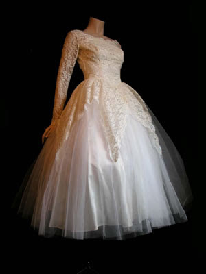Get a real vintage fifties wedding dress at Tastyvintage