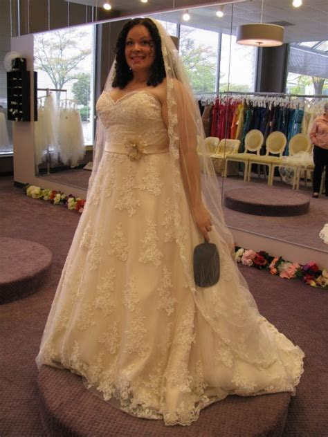 Plus size? Show us your dress! : wedding curves dress