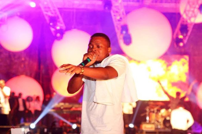 Olamide performing at the Lagos countdown in December, 2015 (Press)