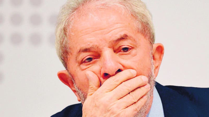 """(FILES) In this file photo taken on April 24, 2017 former Brazilian President (2003-2010) Luiz Inacio Lula da Silva gestures while delivering a speech at a seminar on """"Strategies for the Brazilian Economy"""" promoted by the Workers' Party in Brasilia. Brazil's former president and current election frontrunner Luiz Inacio Lula da Silva looked increasingly likely to face prison on April 04, 2018  after five out of eleven judges of the divided Supreme Court voted against allowing him to delay a sentence for corruption. / AFP / EVARISTO SA"""