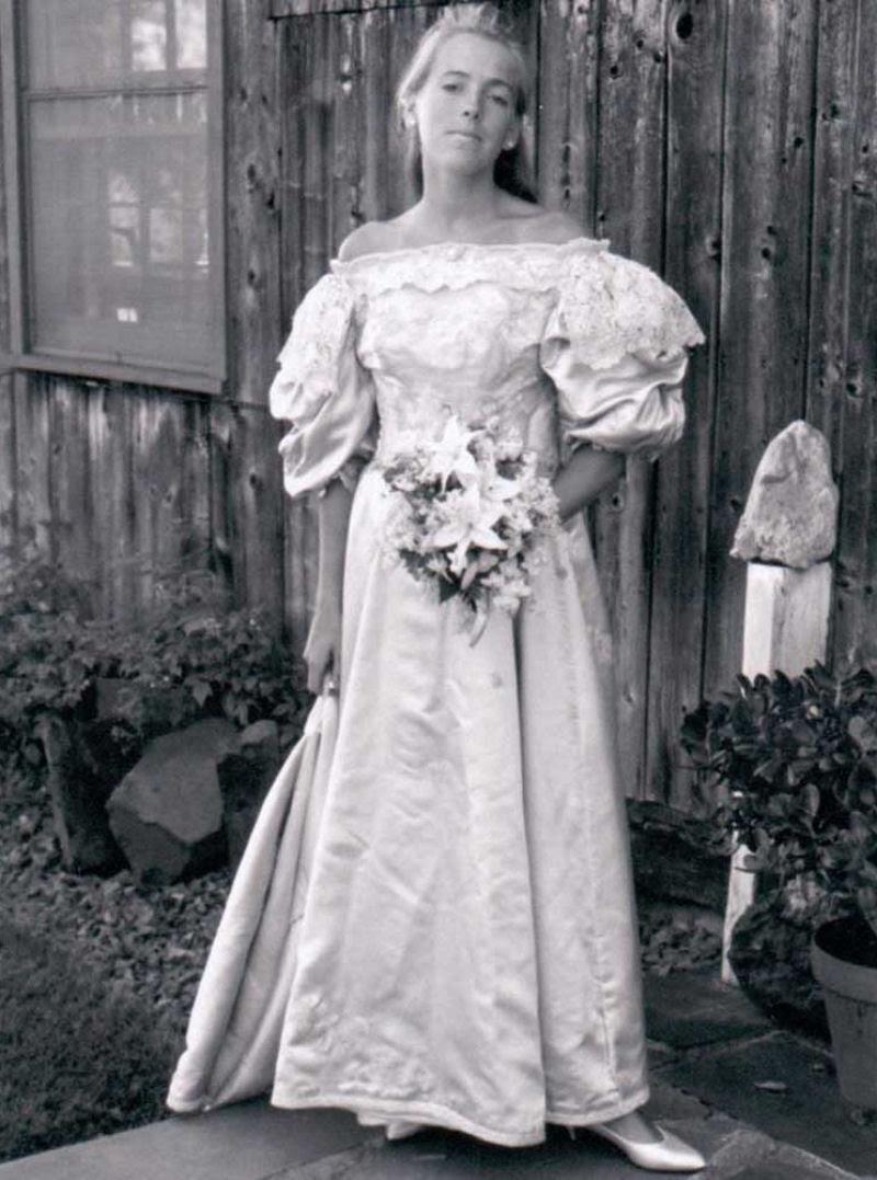 Todo mundo viu este vestido de noiva de 120 anos de antiguidade, exceto uma pessoa 08