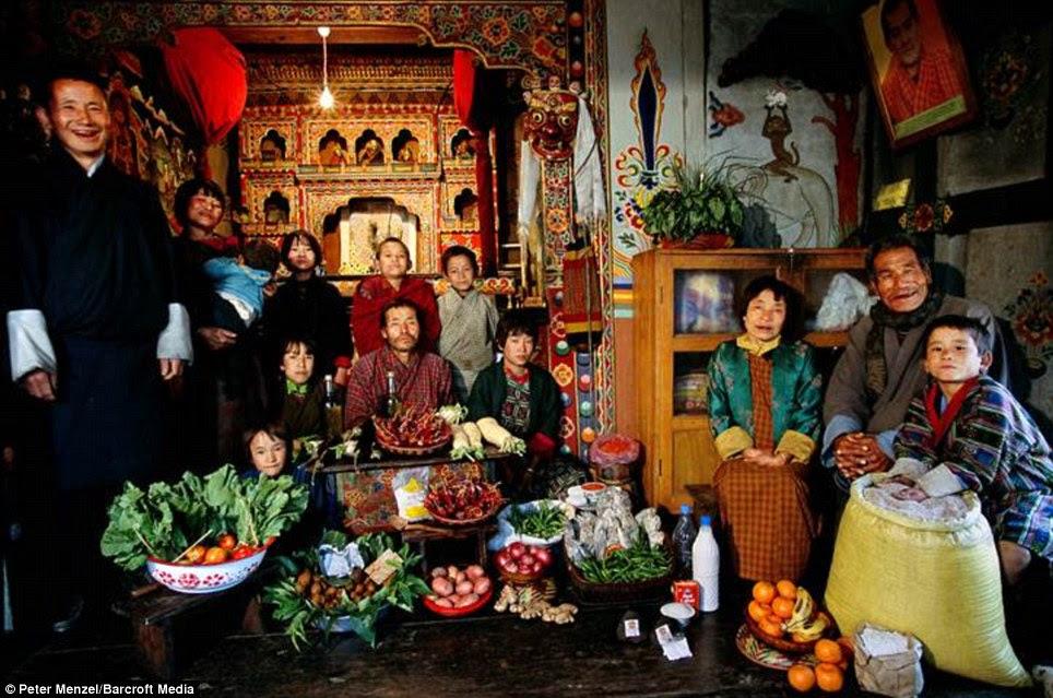 Μπουτάν: Η Namgay οικογένεια από το χωριό Shingkhey με εβδομαδιαία κατάστημά τους κοστίζει περίπου £ 3.20