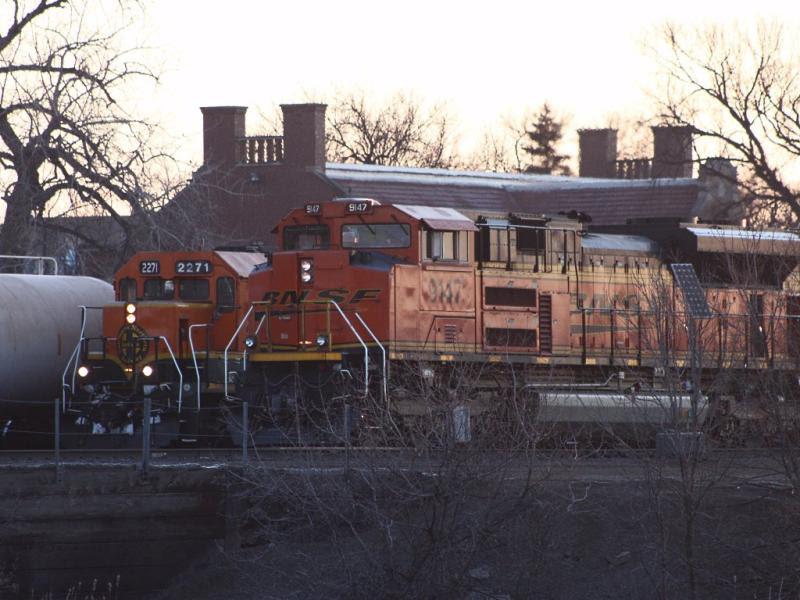 BNSF 9147 and 2271 in Grand Forks