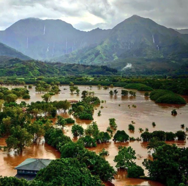 Kauai floods, Kauai hawaii floods pictures and videos, kauai flooding april 2018 video, Kauai island in Hawaii engulfed by catastrophic floods and mudslides in April 2018