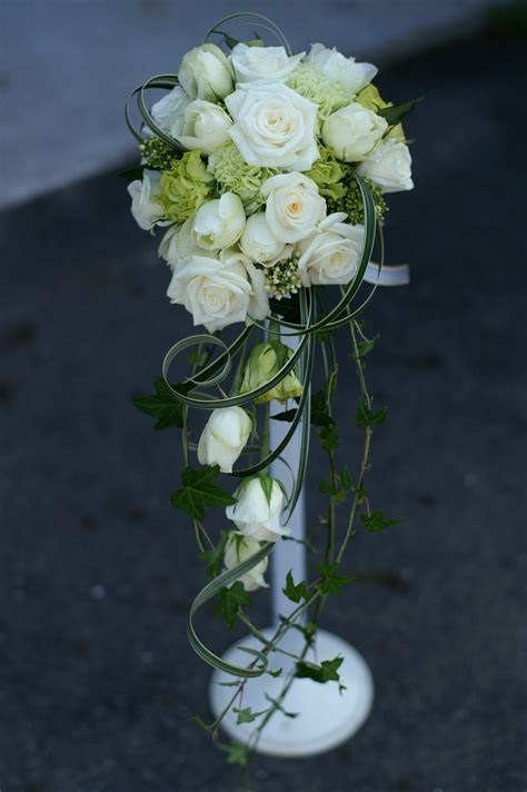 How to Make Bridal Bouquets (with Pictures)   wikiHow