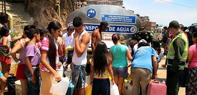 Administración garantiza suministro de agua en zona de ladera