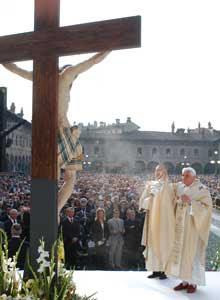 Benedicto XVI durante la santa misa en la plaza Ducal de Vigévano, sábado 21 de abril de 2007