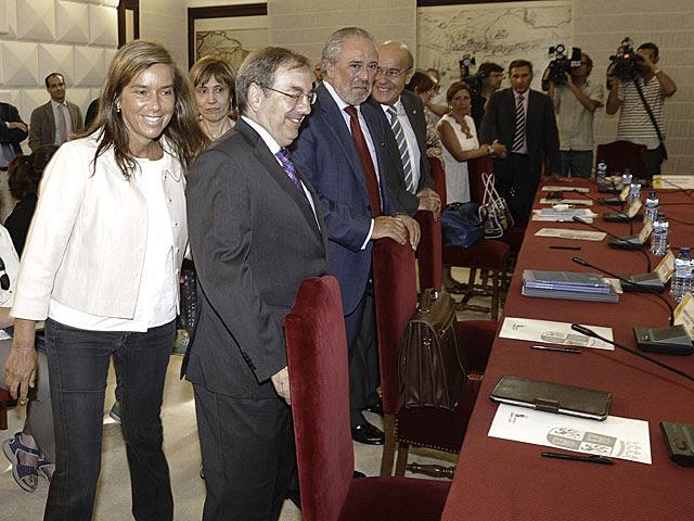 Ana Mato en el comienzo de la reunión. | Nacho Gallego / Efe