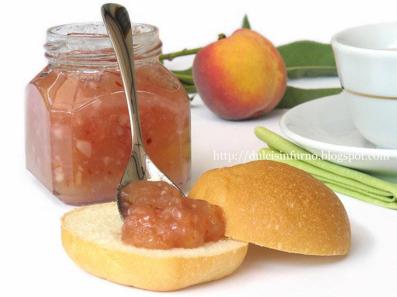 Marmellata di Pesche con Mandorle e Rum