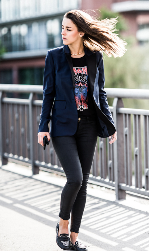 LE FASHION STREET STYLE SANDRA SAMBERG A LOVE IS BLIND DOREEN SCHUMACHER NAVY BLUE BLAZER JACKET CONTRAST LAPELS BLACK LAPELS NEON BAND PRINT IRON MAIDEN TEE TSHIRT LEATHER LEGGING SKINNY JEANS STUDDED ZARA LOAFERS GOLD SPIKE NECKLACE photo LEFASHIONSTREETSTYLESANDRASAMBERGALOVEISBLINDDOREENSCHUMACHERNAVYBLUEBLAZERJACKETCONTRASTLAPELSBLACKLAPELSNEONBANDPRINTIRONMAIDENTEETSHI.png