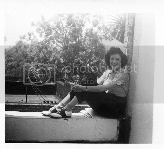 22c8d65b92ad Chronically Vintage  15 photos of terrific real world 1940s summer ...