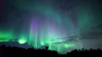 Северное сияние в небе над Мурманском