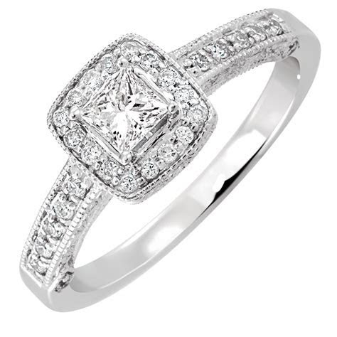 Engagement Ring with 0.45 Carat TW of Diamonds in 14kt