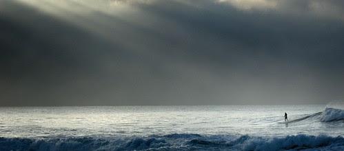 lone surfer por J.Boltz