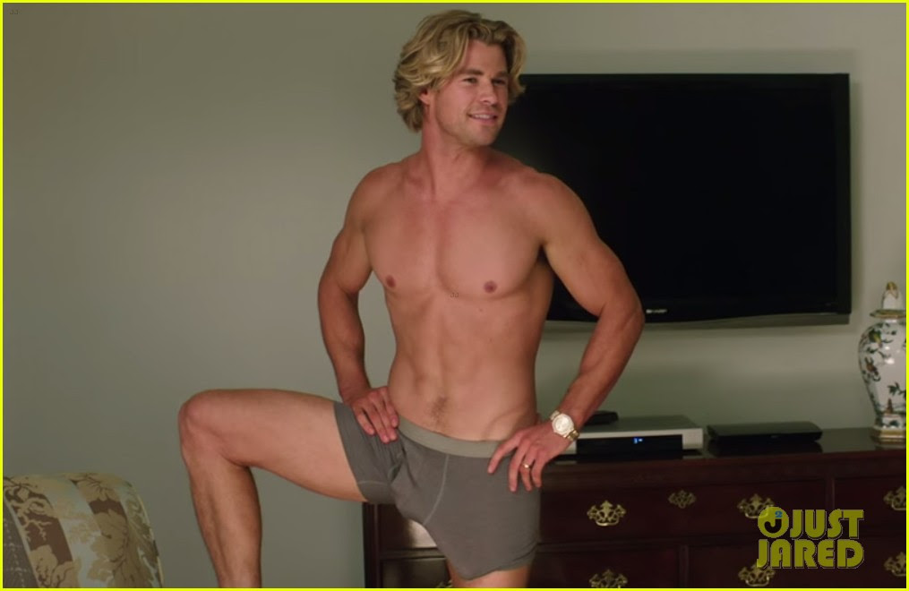 Chris Hemsworth Is Shirtless & Shows His Assets in ...