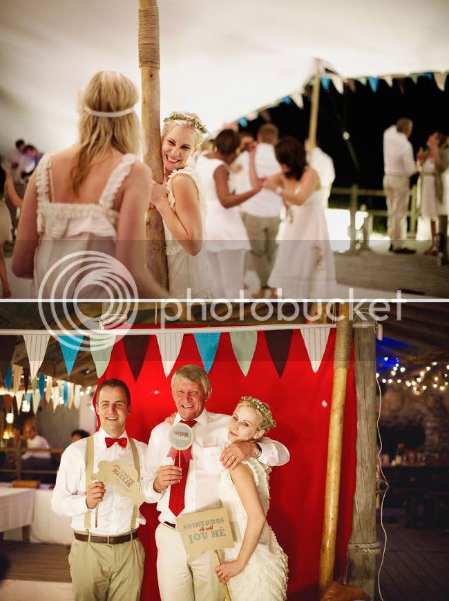 http://i892.photobucket.com/albums/ac125/lovemademedoit/welovepictures/StrandKombuis_Wedding_111.jpg?t=1324655227