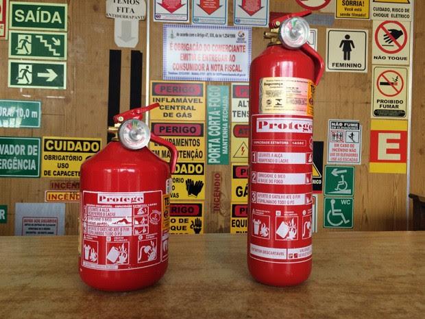 Extintor do tipo ABC será obrigatório em carros a partir de 1º de abril deste ano (Foto: Luciana Amaral/G1)