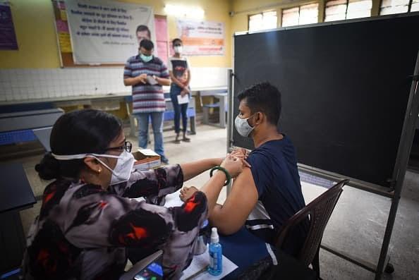 Los casos de Covid en India superan los 30 millones mientras economista advierte contra una reapertura demasiado rápida