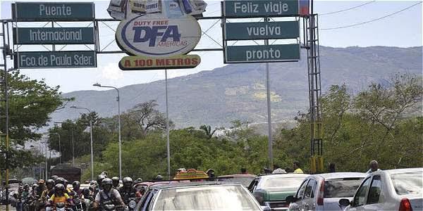Desde el pasado 11 de agosto el gobierno venezolano ordenó el cierre nocturno de su frontera con Colombia para combatir el contrabando.