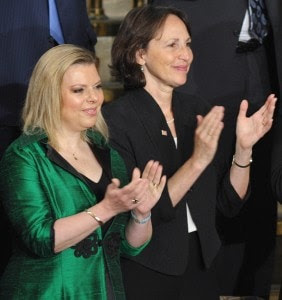 Sally Oren, right, with Sara Netanyahu, who is married to the Israeli prime minister. (MANDEL NGAN/AFP/Getty Images)