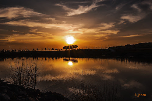 Sunset in the lake... by lujaban