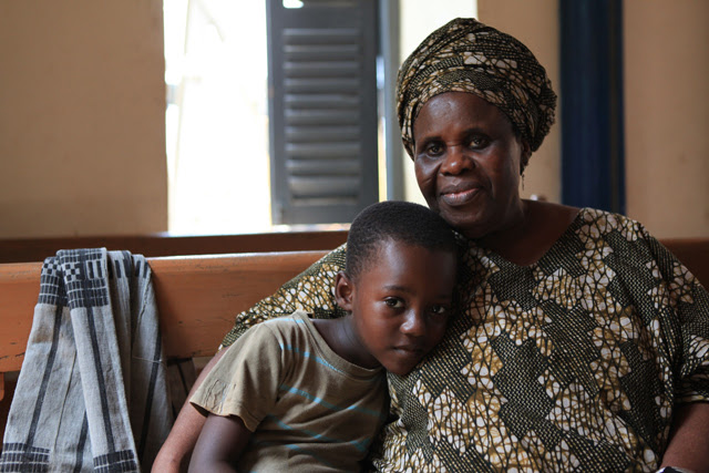 Ama-Ata-Aidoo-on-loaction-with-her-grandson