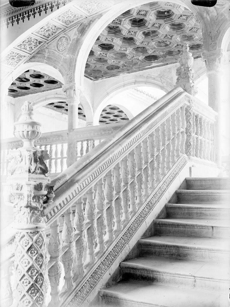 Hospital de Santa Cruz (escalera) en los años 20. Detalle de una Fotografía de Otto Wünderlich. © Fototeca del Patrimonio Histórico