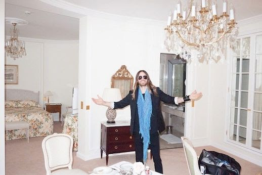 Le Fashion Blog Jared Leto By Terry Richardson Photos Hotel Blue Scarf Long Ombre Hair Beard 5 photo Le-Fashion-Blog-Jared-Leto-By-Terry-Richardson-Photos-Hotel-Blue-Scarf-5.jpg