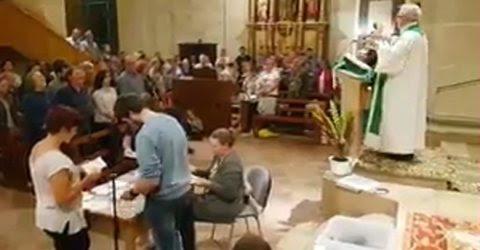 Recuento de votos  en una iglesia.