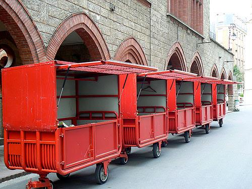 petits wagons rouges.jpg