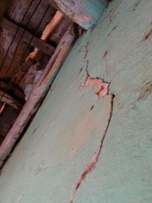 Rachaduras aparecem nas casas de Pedra Preta após últimos tremores (Foto: Jorge Talmon/G1)