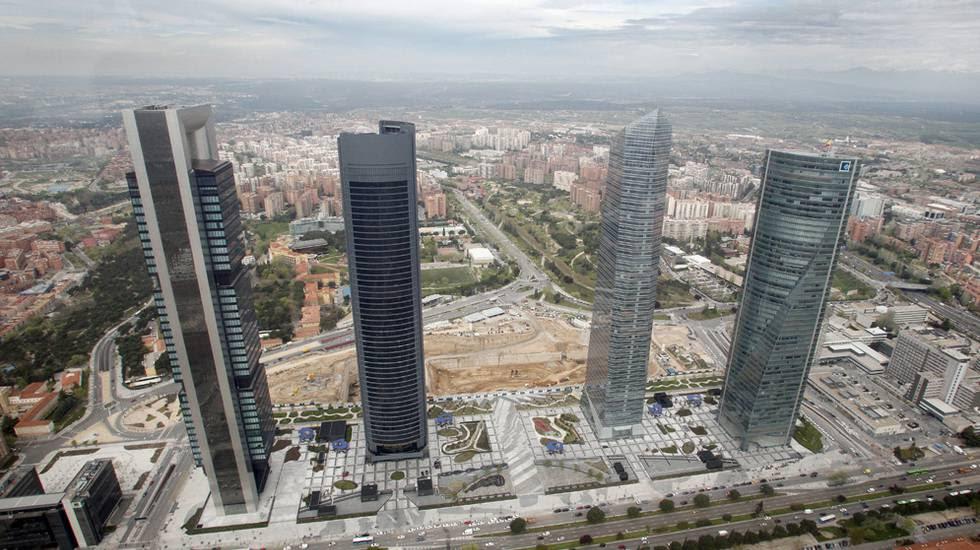 Vista de la zona norte de Madrid, con las cuatro torres en primer plano.