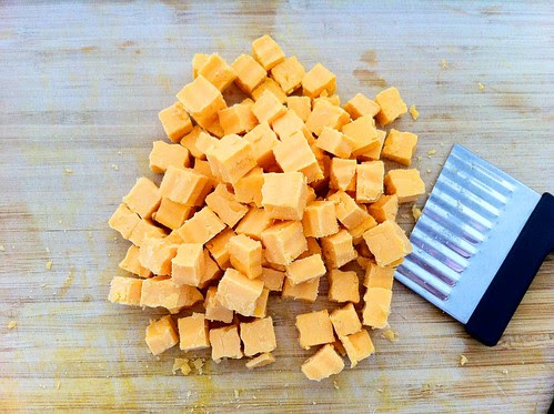 10 Ounces Extra Sharp Yellow Cheddar, Cubed