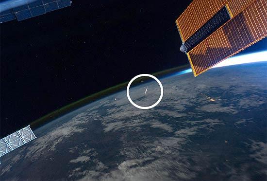 Foto de meteoro tirada pelo astronauta Ron Garan, que se encontra na ISS; fenômento também foi visto da Terra