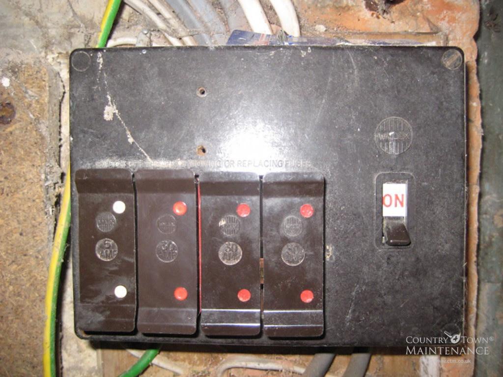replacing old fuse box consumer unit image 4