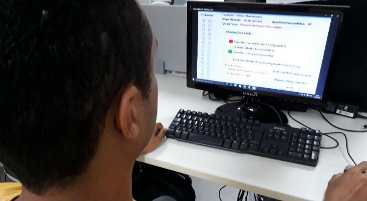 O curso de aperfeiçoamento é dividido em 10 aulas que deverão ser feitas em entidades de ensino credenciadas no Detran ou a distância / Foto: Mayra Cavalcanti/JC