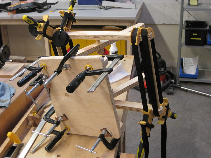 Clamping stool why the glue drys